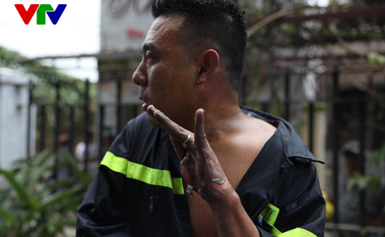"""Những đóa """"hoa lửa"""" trong công cuộc giải cứu cháy chung cư Carina"""