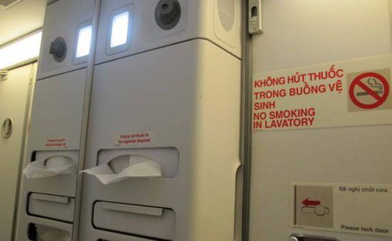 Phạt 2 triệu đồng nữ sinh hút thuốc trên máy bay 