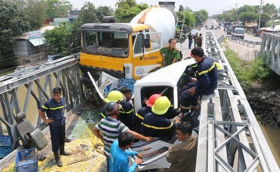 An Giang: Tai nạn giữa xe bồn và xe tải, tài xế bị kẹt trong cabin