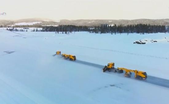 Xe ủi tuyết không người lái