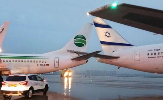 Máy bay của Đức và Israel mắc đuôi vào nhau sau va chạm