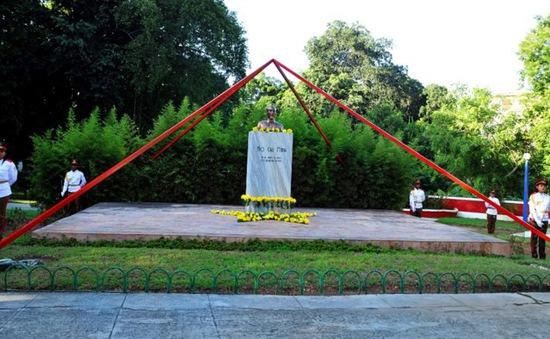 Chiêm ngưỡng tượng đài Hồ Chí Minh tại La Habana, Cuba
