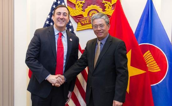 Đại sứ Phạm Quang Vinh tiếp Phó Chủ tịch Hội Chữ thập đỏ Hoa Kỳ