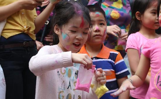 Người dân Thủ đô hào hứng hòa mình vào lễ hội Holi Ấn Độ