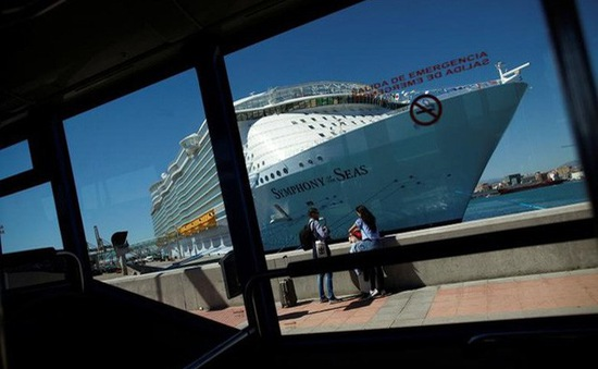 Cuộc sống siêu xa hoa trên du thuyền lớn nhất thế giới