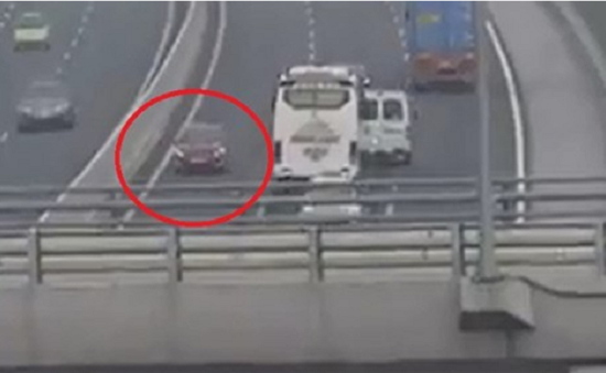 Cần xử lý hình sự nữ tài xế chạy xe ngược chiều trên cao tốc