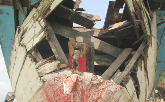 Đồng Tháp: Ghe gỗ đụng sà lan, thiệt hại gần 500 triệu đồng