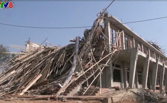 Kon Tum khắc phục hậu quả lốc xoáy khiến 100 nhà dân, phòng học tốc mái