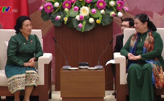 Phó Chủ tịch Thường trực Quốc hội Tòng Thị Phóng tiếp Đoàn Ủy ban Dân tộc Quốc hội Lào
