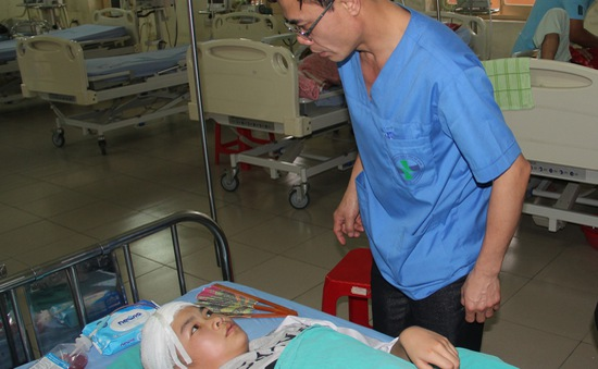 Làm rõ vụ nữ sinh lớp 7 bị ném dao gây thương tích ở Hà Nam