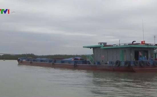 Cảnh sát biển bắt giữ gần 700 tấn than bất hợp pháp