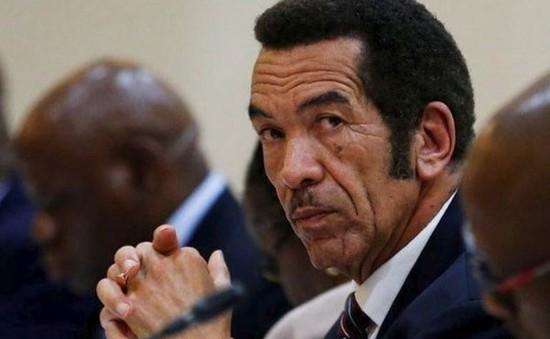 Tổng thống Botswana từ chức