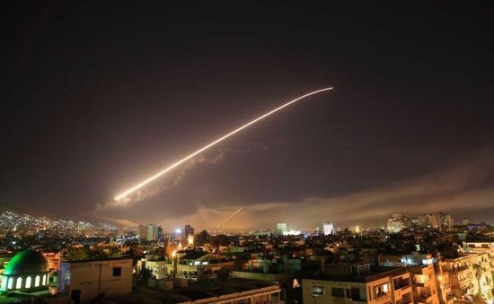 Mỹ không kích Syria: Dư luận bị đẩy lên cao vì các bên lời qua tiếng lại