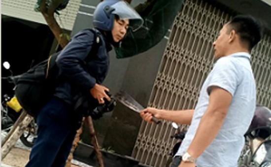Bình Định: Khởi tố đối tượng dùng dao dọa giết phóng viên