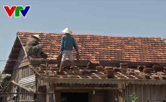 Bộ đội Đắk Lắk giúp dân khắc phục hậu quả nặng nề do lốc xoáy