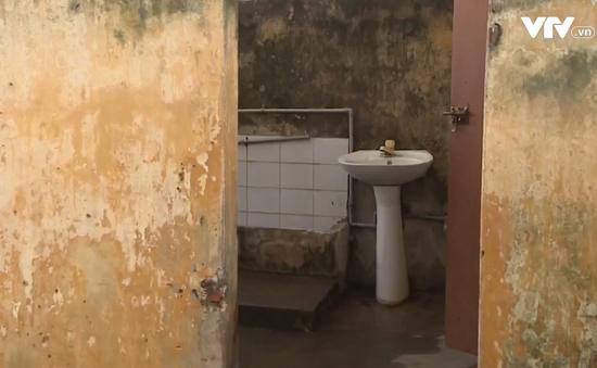 Nhà vệ sinh trường học - Nỗi sợ hãi của nhiều học sinh
