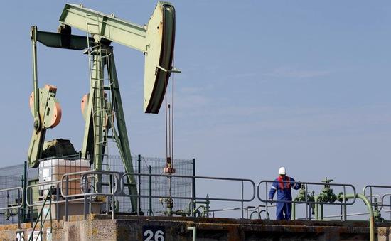 Giá dầu thế giới giảm hơn 1 USD/thùng