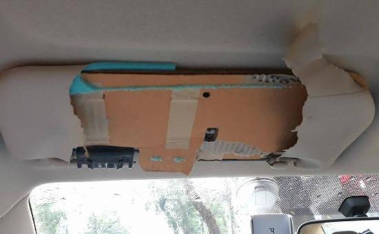 Khách Việt tá hỏa khi phát hiện tấm che nắng xe Toyota làm từ bìa carton
