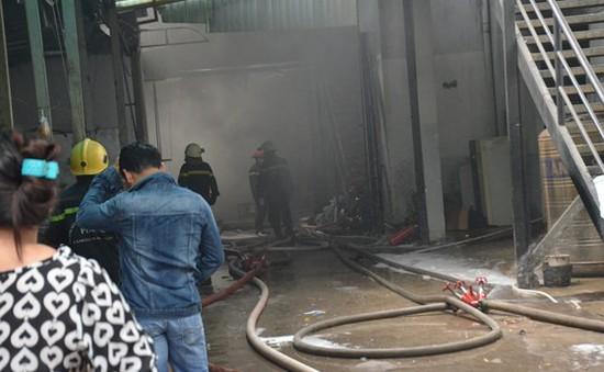 Cháy lớn công ty may mặc ở TP.HCM