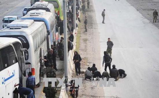 Syria: Các tay súng nổi dậy rời khỏi thành trì cuối cùng ở Đông Ghouta