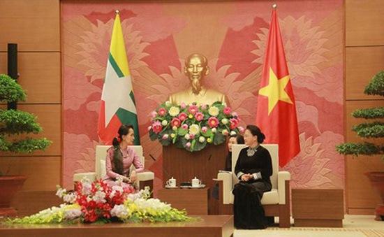 Chủ tịch Quốc hội tiếp Cố vấn Nhà nước Myanmar