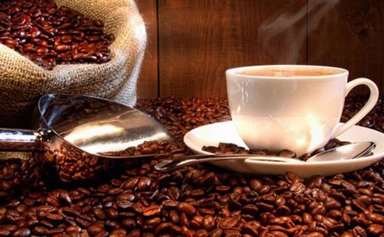 """""""Sức khỏe"""" cà phê Việt bị ảnh hưởng thế nào sau vụ cà phê trộn pin?"""