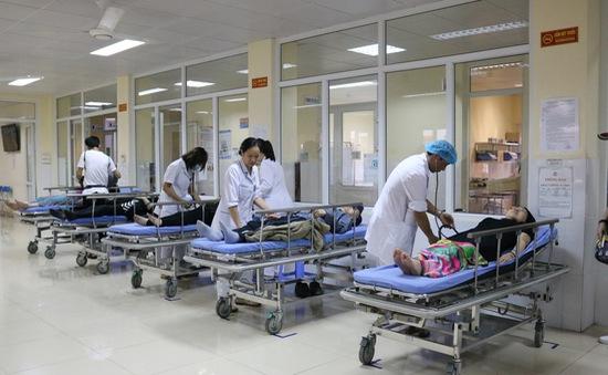 Quảng Ninh: 12 du khách nước ngoài bị ngộ độc thức ăn