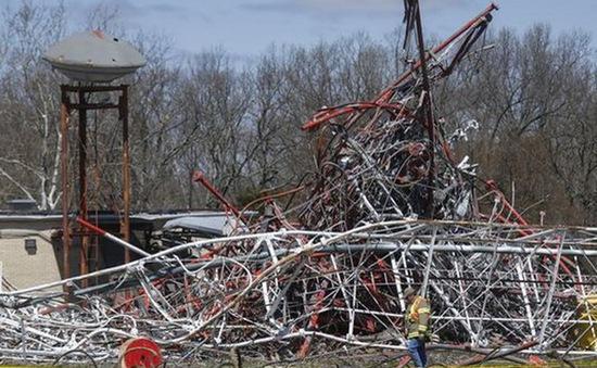 Sập tháp truyền hình cao 600m ở Mỹ, nhiều người thương vong