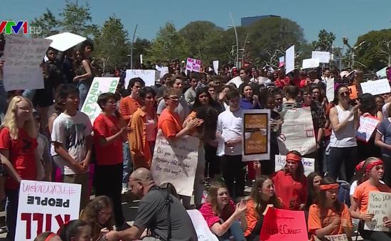 Học sinh toàn nước Mỹ bãi khóa yêu cầu kiểm soát súng đạn