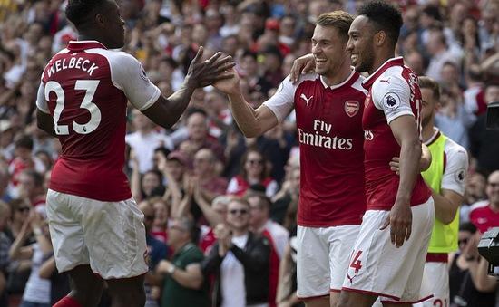 Ramsey tạt bóng may mắn thành bàn thắng làm bó tay Joe Hart