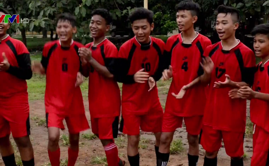 Giấc mơ World Cup của trẻ em nghèo Indonesia