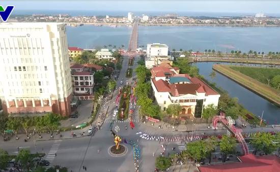 """Lễ hội """"Diễu hành đường phố và Chèo cạn Múa bông"""", Quảng Bình"""