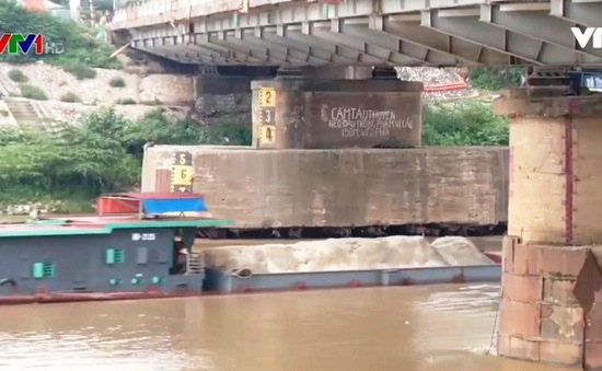 Cấm tàu thuyền lưu thông để gia cố cầu Đuống