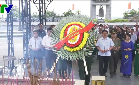 Lãnh đạo tỉnh Quảng Trị dâng hương các nghĩa trang liệt sỹ