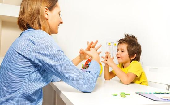 Nhận biết sớm dấu hiệu trẻ tự kỷ để can thiệp kịp thời