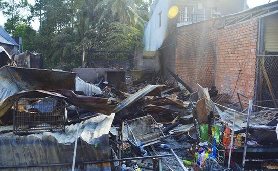 Kiên Giang: Cháy chợ lúc nửa đêm làm thiệt hại 5 căn nhà