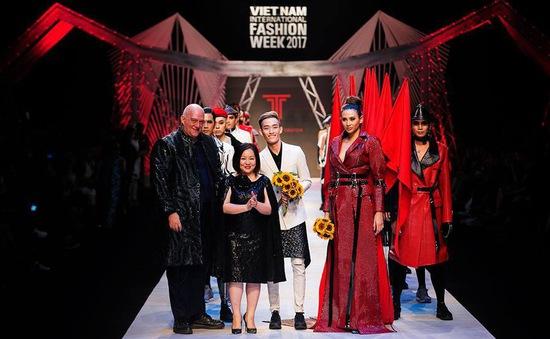 NTK Nguyễn Tiến Truyển tiếp tục góp mặt tại Tuần lễ thời trang quốc tế Việt Nam Xuân - Hè 2018