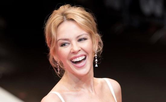 Bất chấp nhiều lần đổ vỡ, Kylie Minogue vẫn sẵn sàng lao đầu vào yêu
