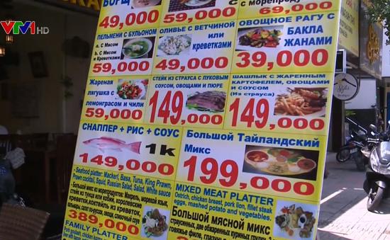 Tràn lan biển hiệu tiếng nước ngoài ở Nha Trang