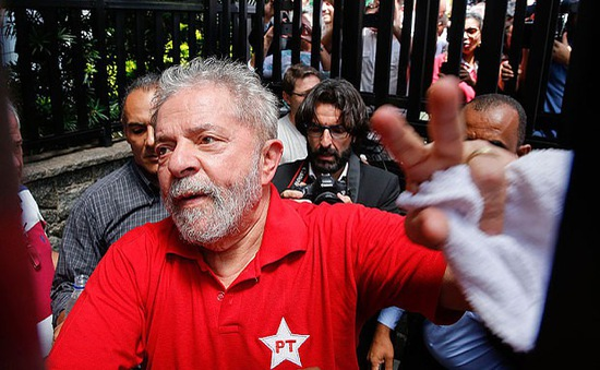 """Lula da Silva - """"Tổng thống của nhân dân"""" Brazil phải nằm sau song sắt"""
