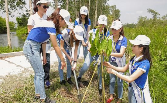 Thí sinh Hoa hậu Biển Việt Nam toàn cầu 2018 trồng cây bảo vệ môi trường