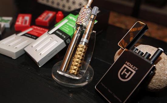 Số học sinh trung học Mỹ sử dụng thuốc lá điện tử tăng 900%