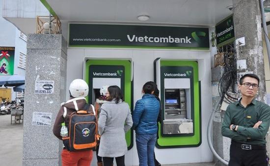 Các ngân hàng tạm thời chưa tăng phí rút tiền từ ATM