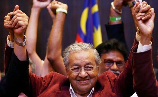 Bầu cử Malaysia: Liên minh đối lập giành thắng lợi