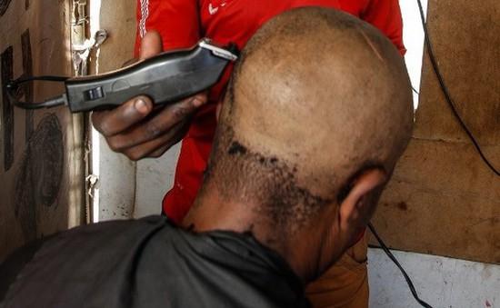 Cảnh báo nguy cơ nhiễm virus viêm gan B và HIV qua cắt tóc