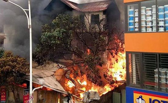 Cháy lớn dưới chân cầu Vĩnh Tuy, 1 người thiệt mạng