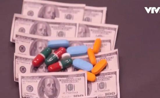 Tổng thống Donald Trump tìm cách hạ giá thuốc