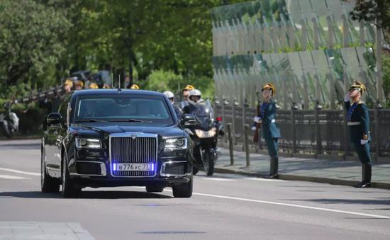 """2 siêu xe """"một chín một mười"""" của Tổng thống Nga - Mỹ"""