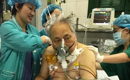 Cứu sống bệnh nhân người nước ngoài bị vỡ phình động mạch chủ nguy kịch