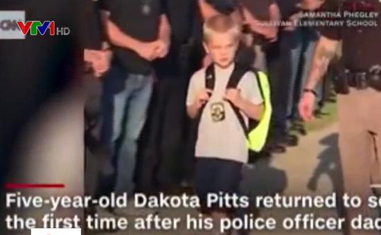 70 cảnh sát Mỹ hộ tống cậu bé 5 tuổi trong ngày đầu đi học